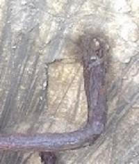 anclaje escalin de hierro pozo de hormigón